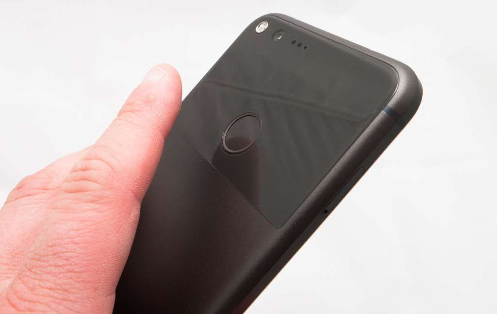 Even with a rather nice set of specifications including a well-placed fingerprint sensor, the Google Pixel XL is still quite expensive. Apple gets away with it. Can Google?