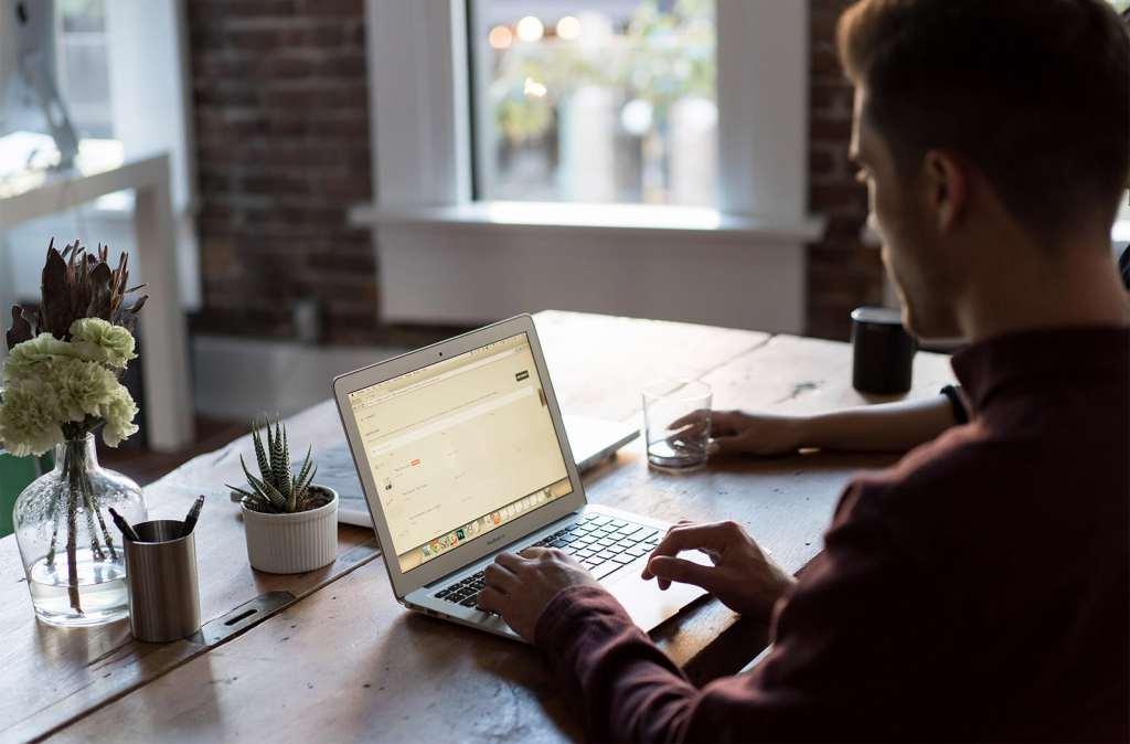 unsplash-macbook-open-laptop-online-internet-type
